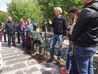 Bona acollida a la visita guiada dels Espais de Memòria de Manresa