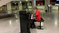 L'associació 'Música en vena' porta un piano a l'hospital de Sant Joan de Déu per al projecte terapèutic que realitza amb el Conservatori Municipal de Música de Manresa