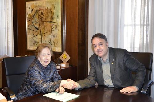 L'Ajuntament de Manresa rep la donació de Mercè Roca Fainé  d'una col·lecció  de pergamins