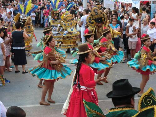 La Plaça Sant Domènec acull aquest dissabte la 8a edició de la Festa Intercultural de Manresa