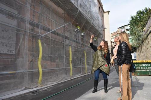 Comencen les tasques d'embelliment i pintura de la façana del Coro de Sant Josep