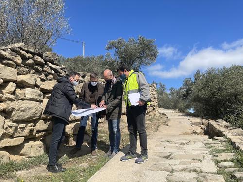 Manresa inicia els treballs  per millorar la  senyalització i els murs de pedra seca al tram final del Camí Ignasià