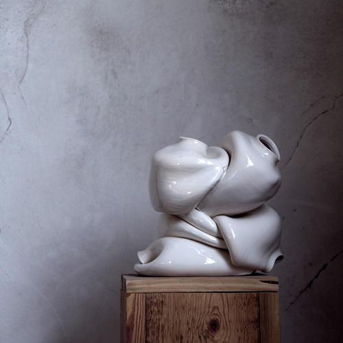 La TAVCC presenta «Tares», una exposició de ceràmica d'Anna Benet que defuig el concepte de perfecció