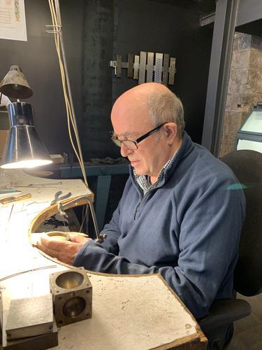 El Casino acull a partir de divendres una exposició que recull el treball de 50 anys del joier manresà Ignasi Cucurella